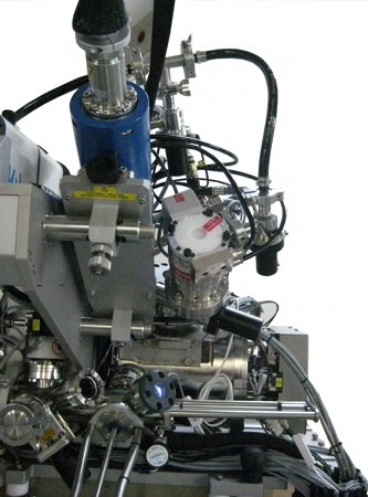 High pressure RHEED system and manipulator