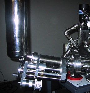 MAPLE target manipulator with LN2 dewar and retraction mechanism